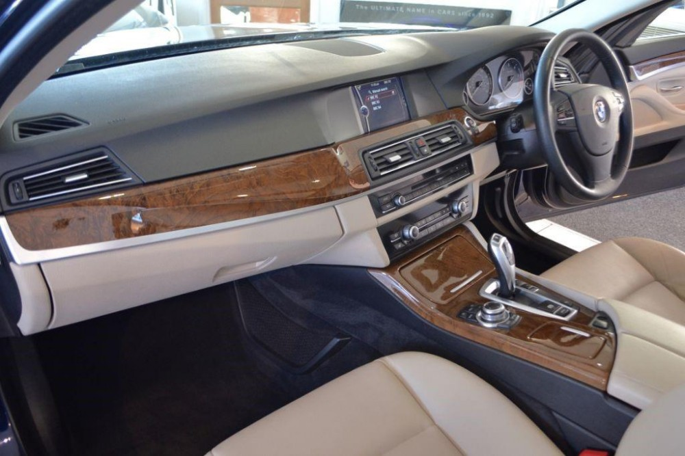 bmw-525d-2-0-se-touring-with-navigation-and-leather-246749392-10.jpg