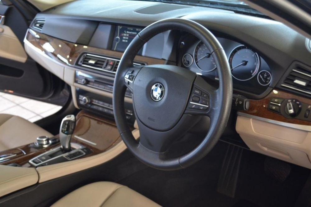 bmw-525d-2-0-se-touring-with-navigation-and-leather-246749392-3.jpg